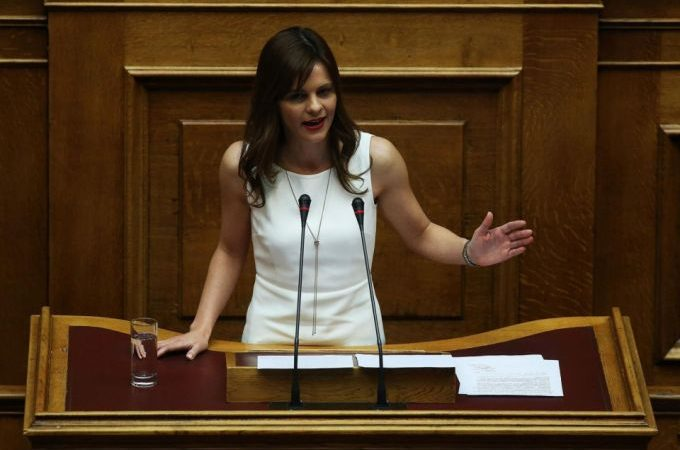 Effie Achtsioglou,Ministrja greke e punes