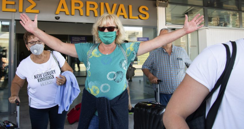 fotografi ilustruese, turist qe sapo ka zbritur ne aeroportin e Athines